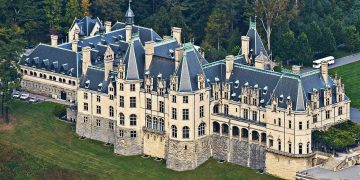 10 Biggest Houses In The World