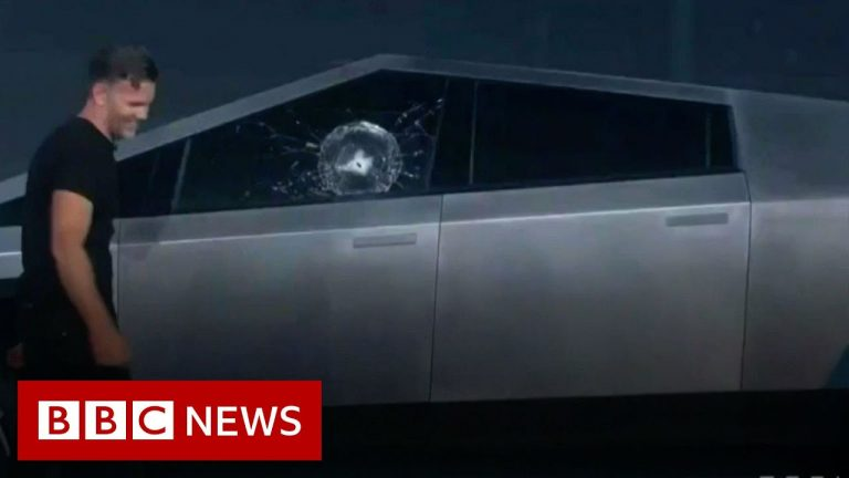 'Armor glass' smashes in Tesla truck demo fail - BBC News