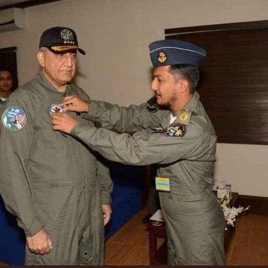Chief of Army Staff (COAS) General Qamar Javed Bajwa  paid tribute to Wing Comma... 3