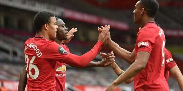 Chelsea, Manchester United win as battle for Premier League top four heats up 1