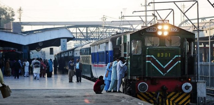 SC orders Pakistan Railways to make train travel safer 1