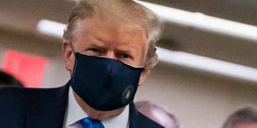 Coronavirus: Trump dons mask for the first time in public 15