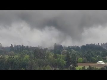 Tornado caught on camera over Damascus, Oregon