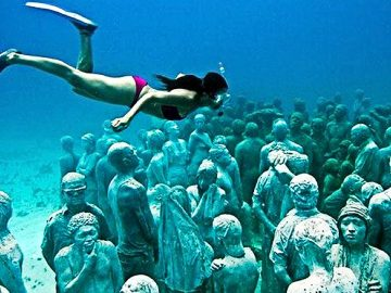 10 Mysterious  Things Found Underwater