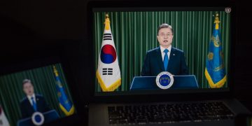 Moon Tells UN: Korean War 'Must End, Completely and for Good, 8