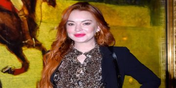 American actress Lindsay Lohan is facing a lawsuit of $400,000 by publisher Harper Collins. 3