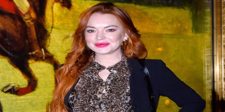 American actress Lindsay Lohan is facing a lawsuit of $400,000 by publisher Harper Collins. 1
