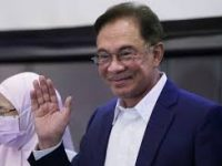 Malaysia's opposition leader Anwar Ibrahim seeks to replace PM 32