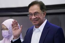 Malaysia's opposition leader Anwar Ibrahim seeks to replace PM 12
