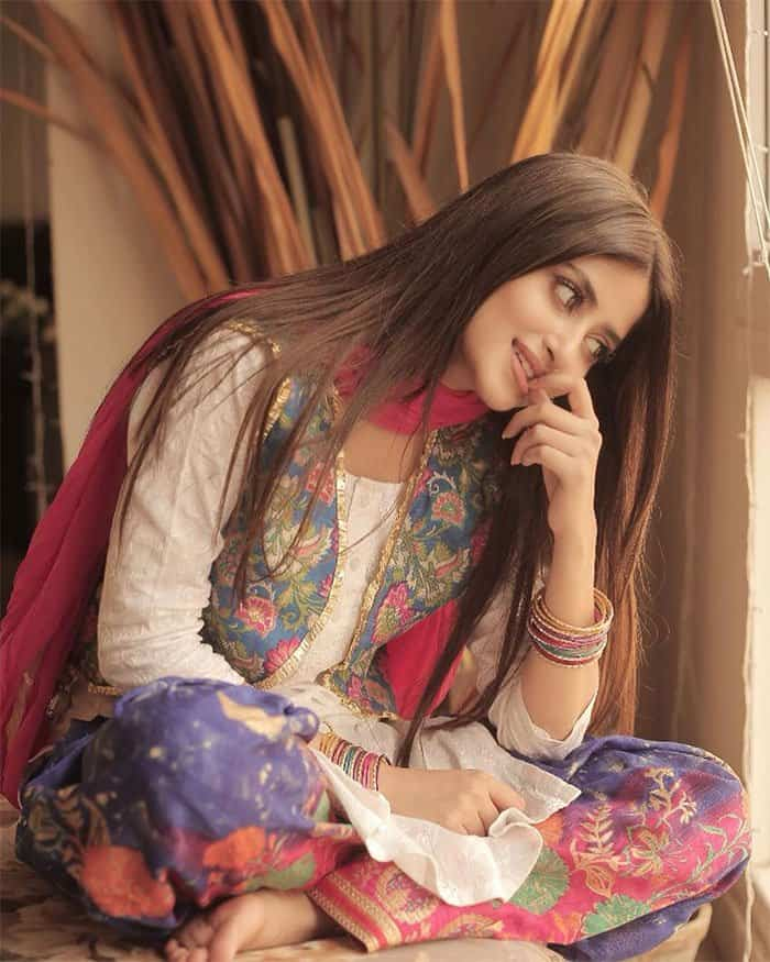 The Alif actress turned to Instagram and shared her dazzling photos. 1