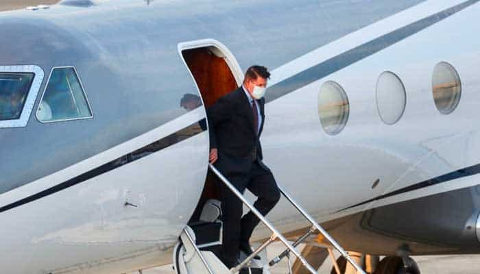 A top US diplomat landed in Taiwan on Thursday. 1