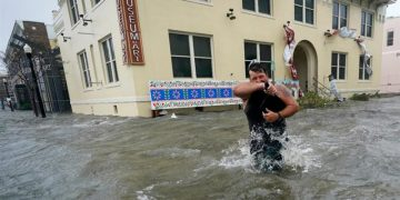 Huge floods, 'unreal' rain as Hurricane Sally hits US Gulf Coast 7