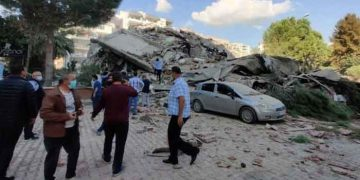 A strong earthquake struck on Friday between the Turkish coast and the Greek island. 12
