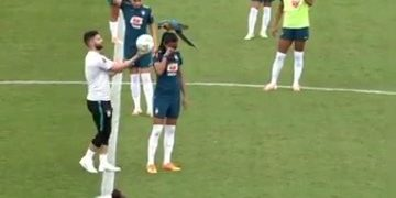 Training session gets interrupted after parrot sits on player's head: Brazil 1