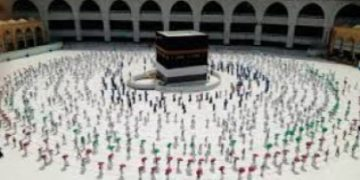 Makkah's Grand Holy Mosque to receive Umrah pilgrims today after six-month curb 25