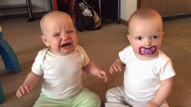 Twin baby girls fight over pacifier 1