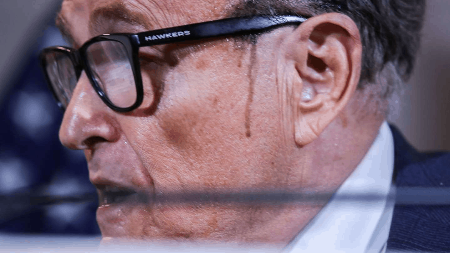 a close up of a man wearing glasses: Mr Giuliani has been through a series of embarrassing events