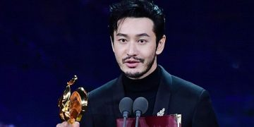 Huang Xiaoming, Zhou Dongyu picked up Best Actor at the 33rd edition of the Golden Rooster Awards. 14