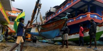 Three killed as powerful Cyclone Nivar buffets Southern India 16