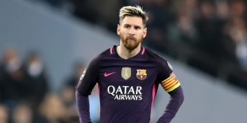 Messi & Barcelona pay tribute to Maradona 10