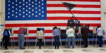 Polls open as US Election Day arrives 4