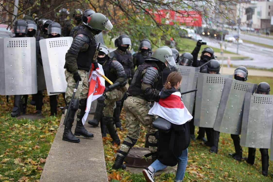 Belarus protests kick off with detentions, police chases 5