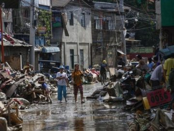 Typhoon Vamco: Dozens dead as Philippines hit by powerful storm 17