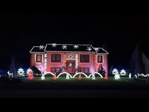 Home light show syncs to 'That's Christmas To Me' by Pentatonix