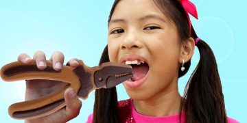 Wendy Chocolate Challenge Pretend Play with Toolbox Toys | Making Chocolate Food Kids Toys 24