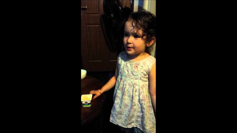 Adorable toddler explains why she doesn't like cats