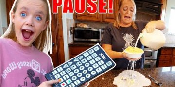 Sneaky Jokes on Mom and Dad (and Friends)! Funny Pause Challenge! Kids Fun TV 4
