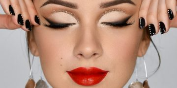 RED LIPSTICK & GLITTER Holiday Glam Makeup Tutorial