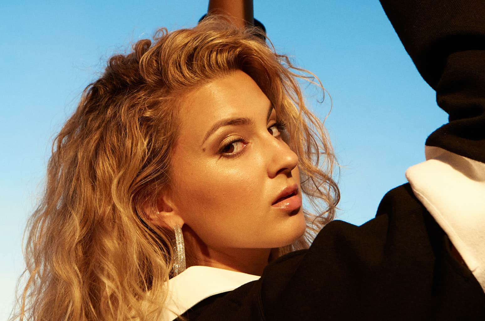 Tori Kelly & JoJo Soar Through '(You Make Me Feel Like) A Natural Woman' Duet at Global Citizen Prize 2020 3
