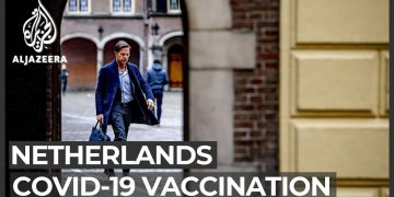 Dutch gov't comes under fire for slow COVID vaccine roll-out