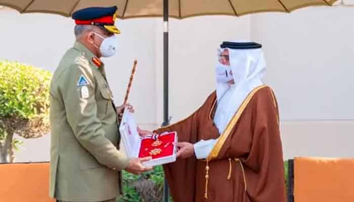 Pakistan's army chief bestowed with Bahrain Order 1