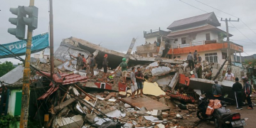 Powerful earthquake in Indonesia's Sulawesi kills at least 34 3