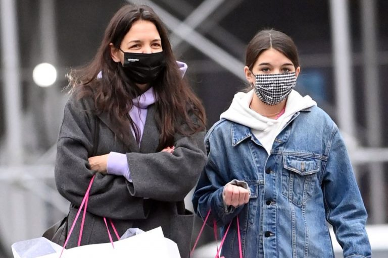 Tom Cruise's 14-Year-Old Daughter Suri with Mom Katie 1