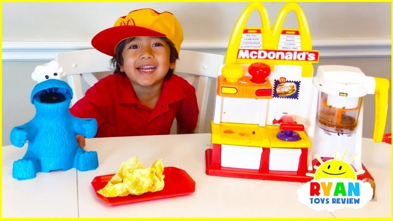 Ryan Pretend Play with McDonalds Toys and cook toys food! 1