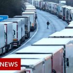 1,500 lorries stuck in Kent as UK talks to France - BBC News