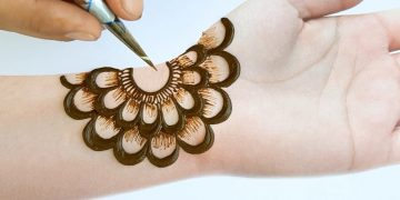 Mehndi designs 2020 new style simple for beginners - Beautiful Mehendi design for front hands 16