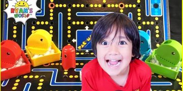 Pac Man Board Game with Ryan's World!!! 10