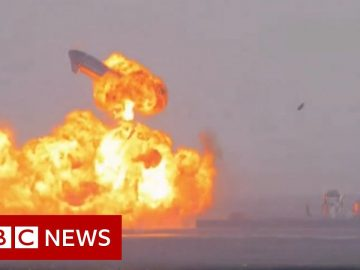 SpaceX's Starship rocket explodes - BBC News