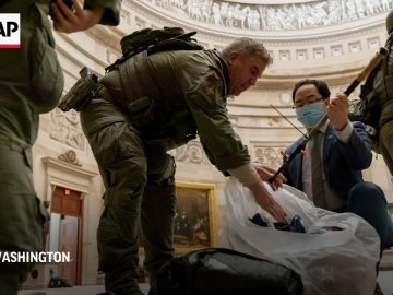 US Congressman joins clean-up efforts at Capitol