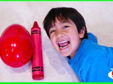 Ryan Pretend Play and Learn Colors with Giant Crayons Egg Surprise Toys! 6