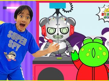 Robo Combo Surprise Ryan and Gus in the Giant Crank Machine! 5