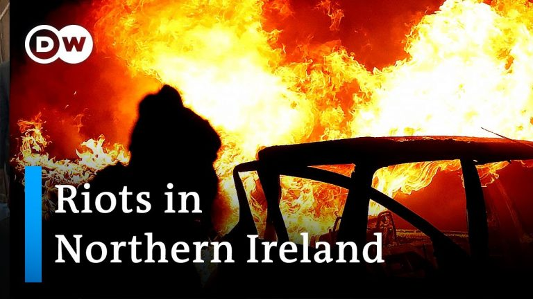 Northern Ireland: Protesters burn bus amid violence | DW News