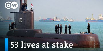 Indonesia in race against time to find missing submarine | DW News