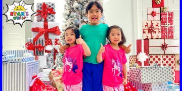 Ryan's Christmas Morning Opening Presents with Emma and Kate!! 5