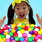 Emma Pretend Play with Colorful Gumball Machine and Sweets Candy Toys for Kids 1