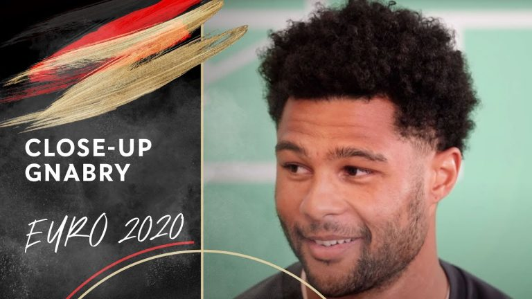 Who has the most success in online dating? | Close-Up with Serge Gnabry
